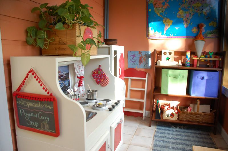 Play kitchen 4