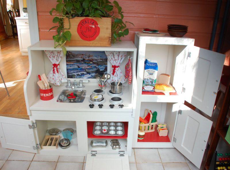 Play kitchen 2