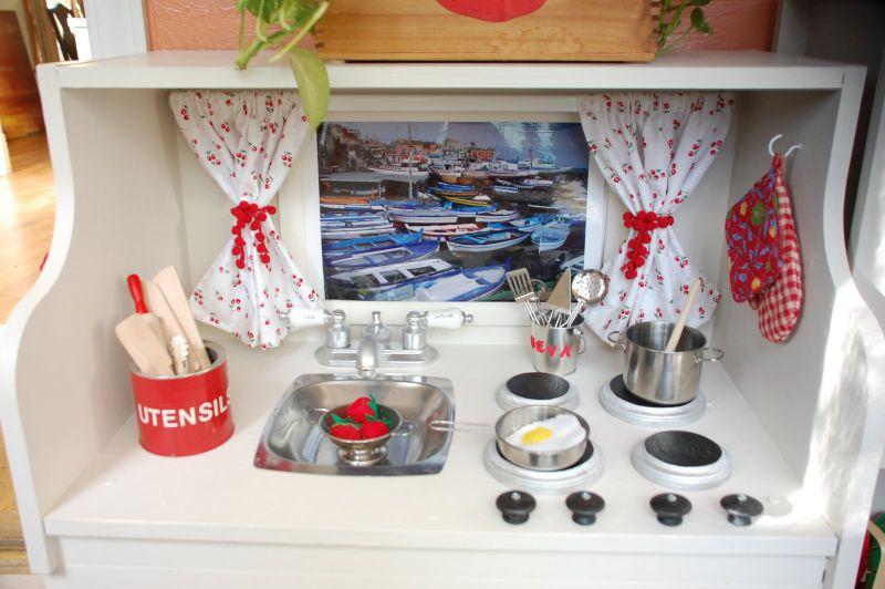 Play kitchen 3