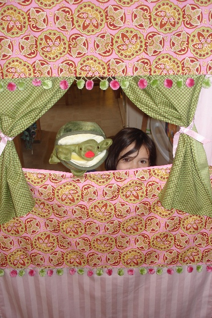 Carolyn puppet show1