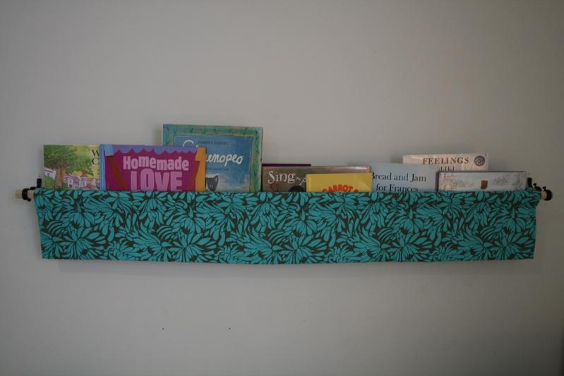 Hanging Book Shelf tutorial: hanging book display - penny carnival